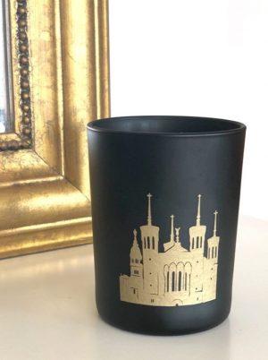 Balisique Fourvière Lyon dorée sérigraphiée sur bougie noire